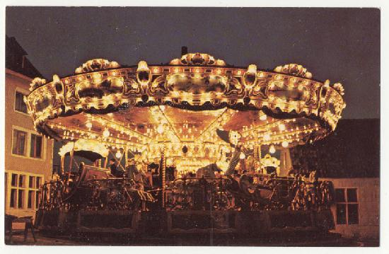 1965worldsfair-carousel.jpg (43834 bytes)