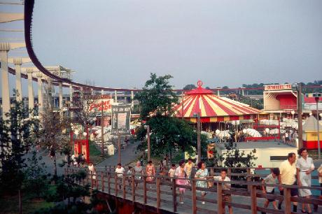 Carousel Lake Amusement Thumb.JPG (32579 bytes)
